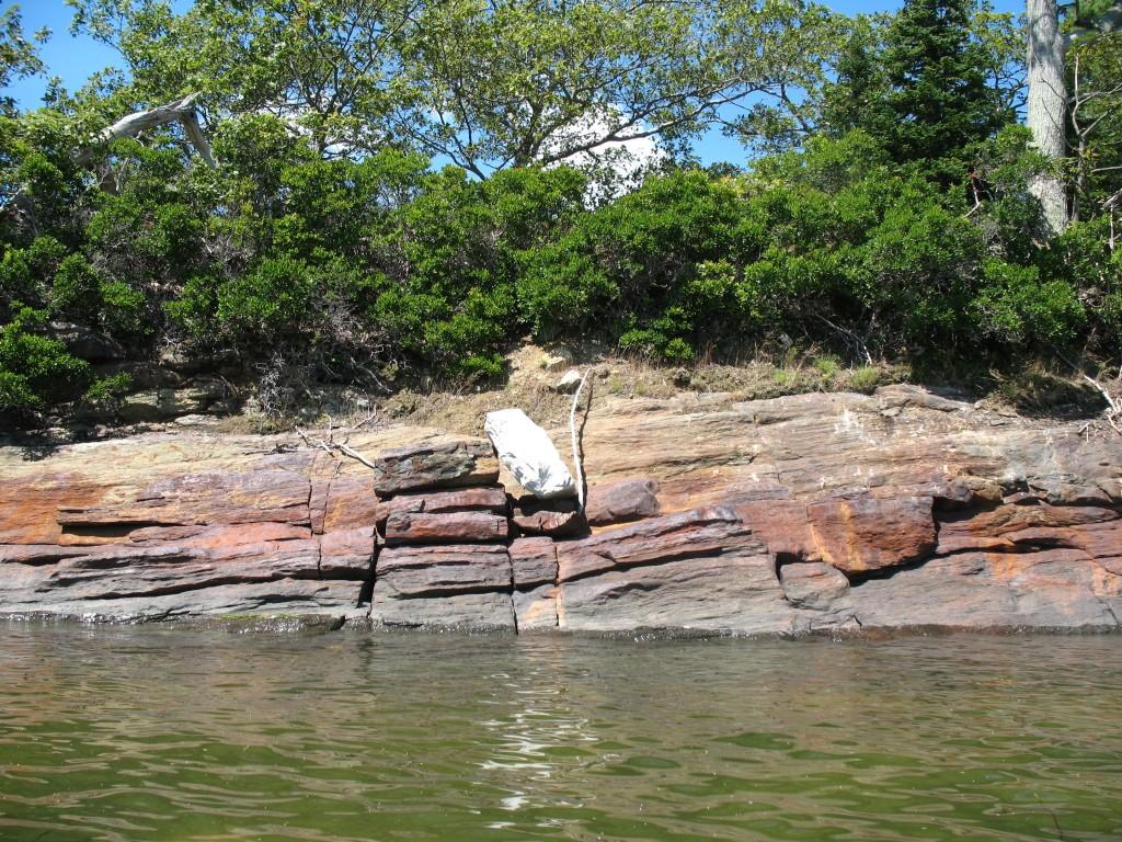 Green water, white rock - floatation.